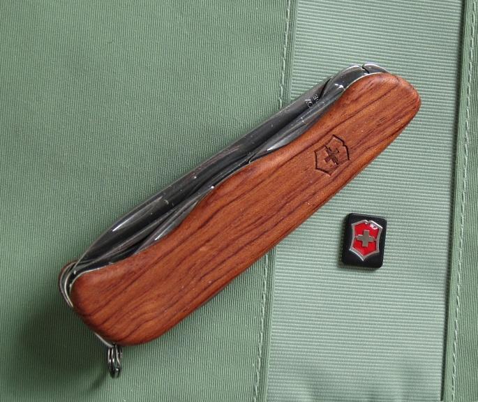 Sakwiki Victorinox Hardwood Cheese Knife