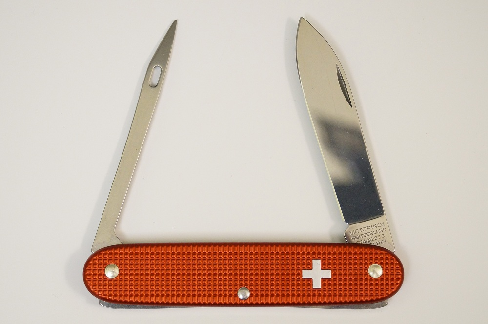 Victorinox Seaman 93mm Alox knife. **photo by: sticktodrum (mto).
